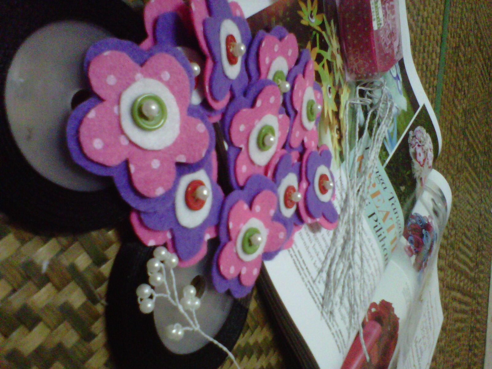 ... kain felt dengan bentuk pilihan anda.i suggest bentuk bunga atau bulat