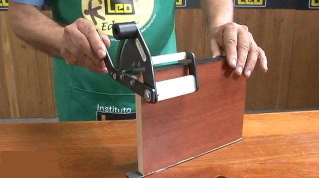 V deo pr ctico como usar destopador para cortar cantos pvc for Curso fabricacion de muebles en melamina