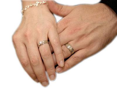 Por qu el anillo de compromiso se usa en el cuarto dedo for En que mano se usa el anillo de compromiso