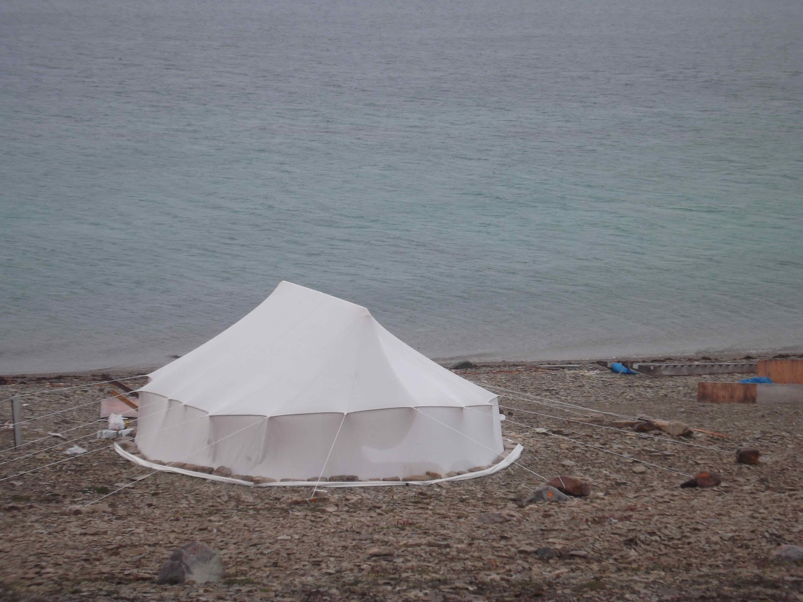 Inuit tent not far down the beach. (Thatu0027s Bobu0027s kind of tent!) Notice the modern tent rings of stone? & Ice Hawg: August 2012