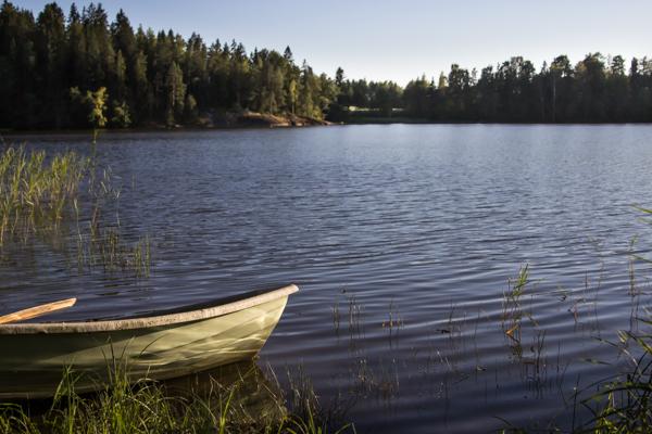suomalainen maisema vene soutuvene forest water lake