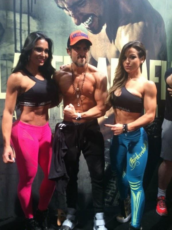 O apresentador Marcos Mion e a modelo Gracyanne Barbosa mostraram o abdómen trincado durante a feira e atrairam todos os flashes