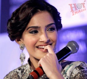 sonam kapoor photos in awards 3rd edition