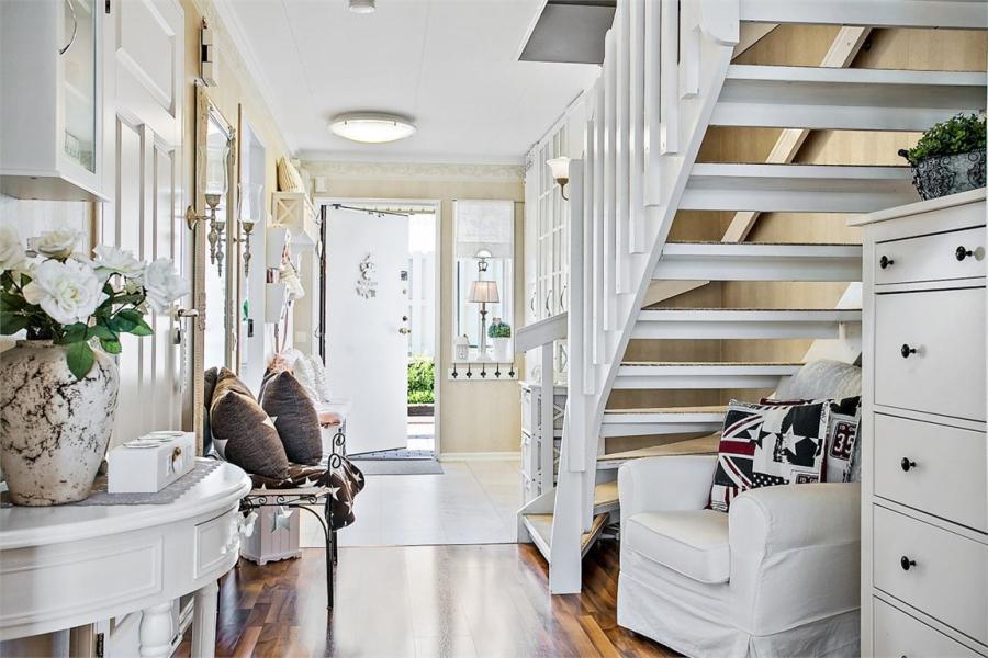 wystrój wnętrz, wnętrza, urządzanie mieszkania, dom, home decor, dekoracje, aranżacje, styl skandynawski, shabby chic, białe wnętrza, jasne wnętrza, przedpokój