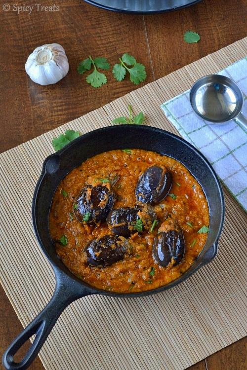 Spicy TreatsEnnai Kathrikkai Kuzhambu / Spicy Stuffed Brinjal Curry