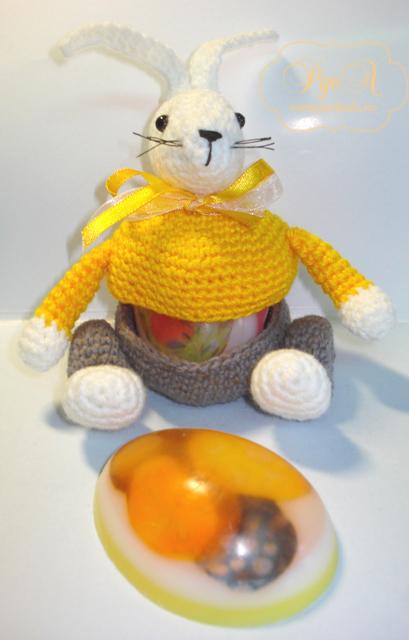 кролик с мыльным яйцом