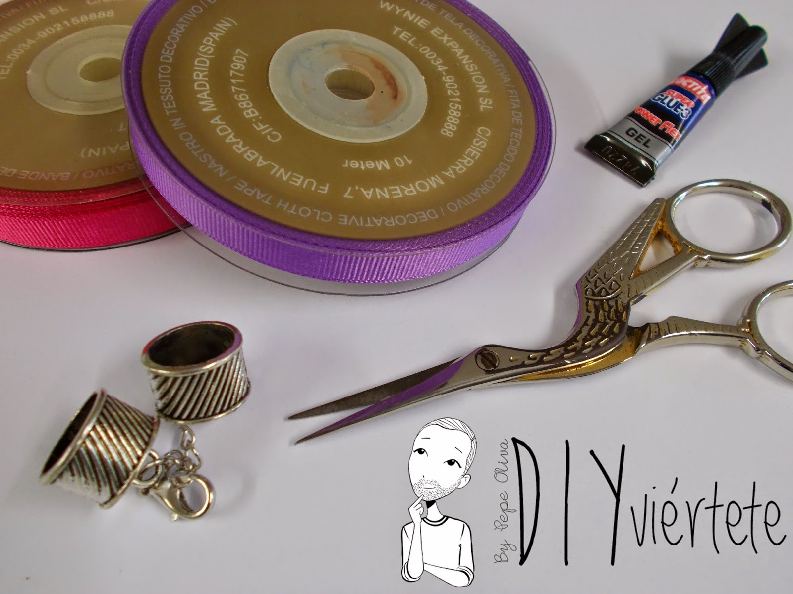 BLOGERSANDO-marzo-lila-collar-cinta raso-mujer trabajadora-color mujer-morado-violeta-acordeón-bisutería-1