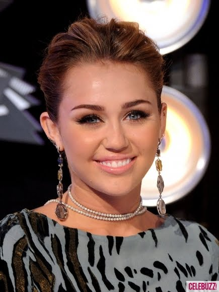 http://4.bp.blogspot.com/-j9xB1zZIBHQ/TlxoewU2SyI/AAAAAAAAI08/pq2zSKNojWg/s1600/miley-cyrus-2011-mtv-vma-close-up.jpg