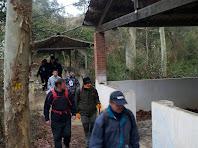 Travessant el pont de l'antic campament
