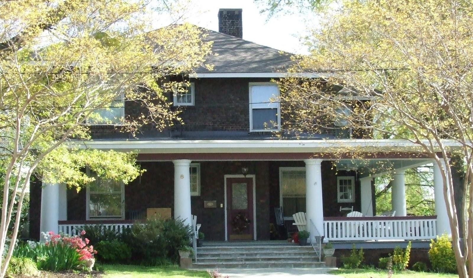 my blue cottage spring old houses a beautiful walk. Black Bedroom Furniture Sets. Home Design Ideas