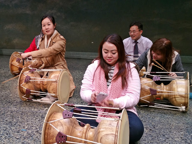 practiced to beat a set of rhythm (called 장단; Jangdan):  'Dong ~ Dong ~ Gung ~ Ttak ~ Gung' | www.meheartseoul.blogspot.sg
