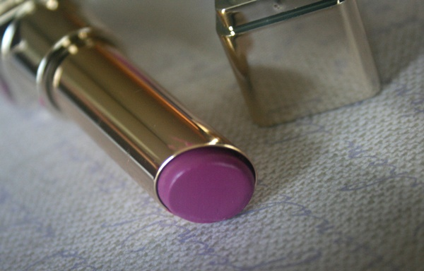 L'oreal Color Caresse Luminous Lipstick in Violet Chiffon