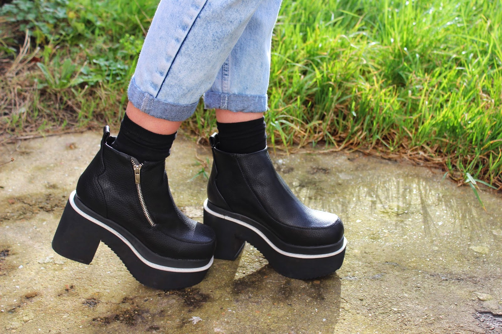 THE_WHITE_PEPPER_CHUNKY_HEEL_WALKER_BOOTS