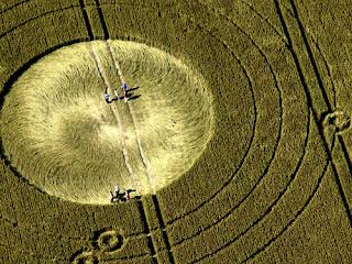 Los Circulos y dibujos en los campos nos dan un mensaje Extraterrestre 20120620+2012+crop+circle+8