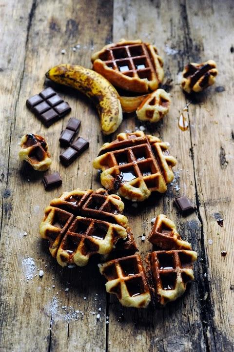 Et dire que mon monde a failli s'arrêter à cause d'un grain de sucre ou deux… Gaufres liégeoises chocolat banane pécan au sirop d'érable !