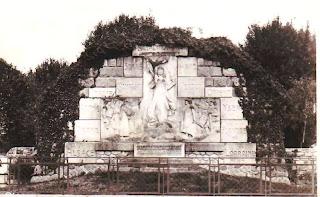 CPA monuments aux Morts du Puy-de-Dôme, Lezoux