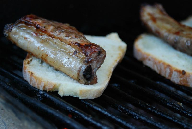 carne alla griglia e bruschetta