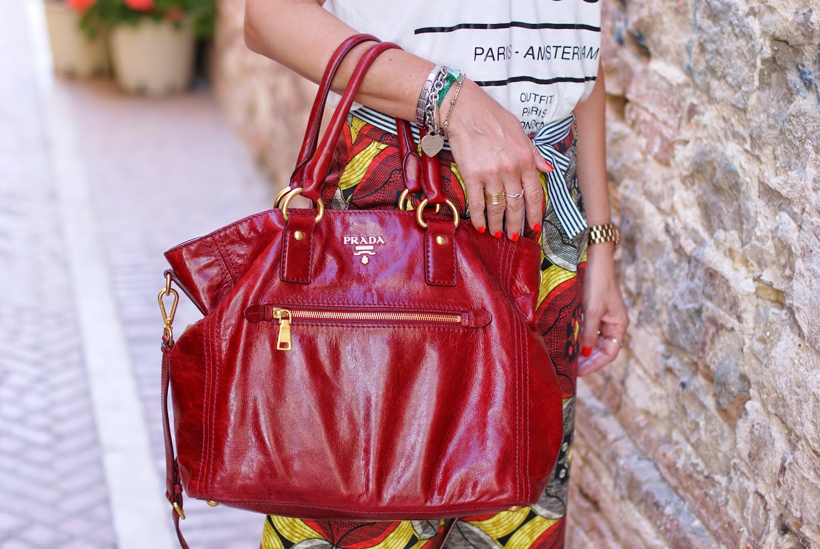 red Prada tote bag, borsa prada rossa, anello bzero bvlgari prezzo, Fashion and Cookies, fashion blogger
