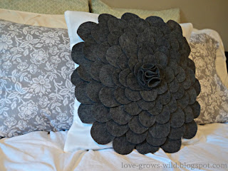 Felt Flower Pillow www.lovegrowswild.com #diy #pillow #tutorial