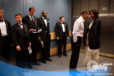 Kelakuan Anggota Secret Service Kalo Liat Obama Lagi Bermesraan [Lucu]