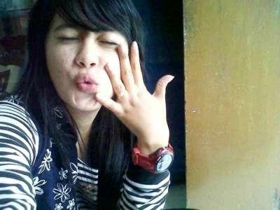 Indri Barbie, Pembalap Wanita Cantik Dari Bandung