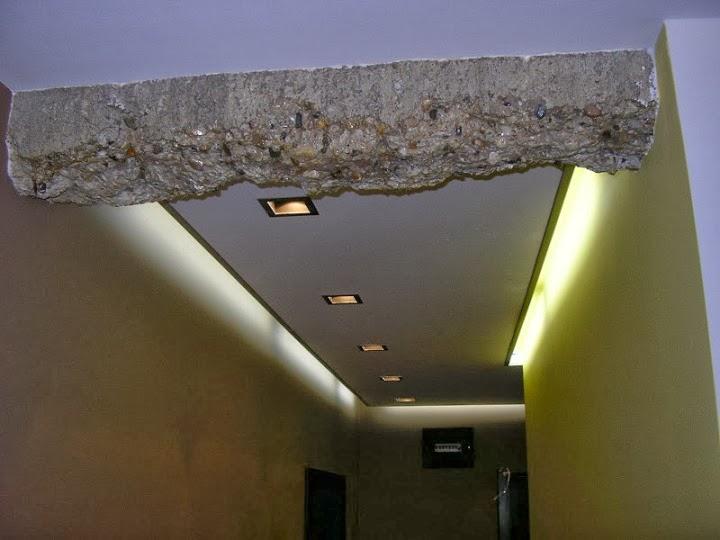 Коридор с декоративен трегер и индиректно осветление