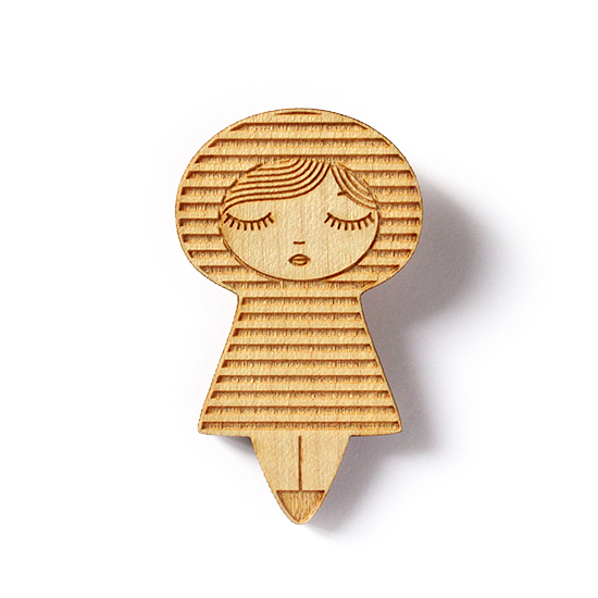 http://www.lesfollesmarquises.com/product/broche-poupee-bois-mariniere