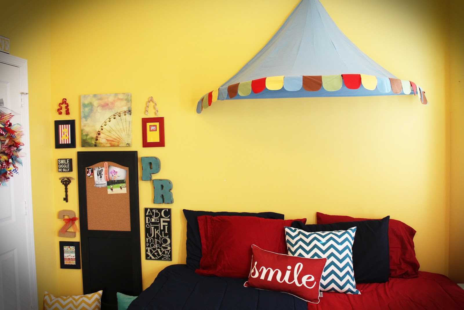 We 39 re even i was finally brave enough to decorate their room for Circus themed bedroom ideas