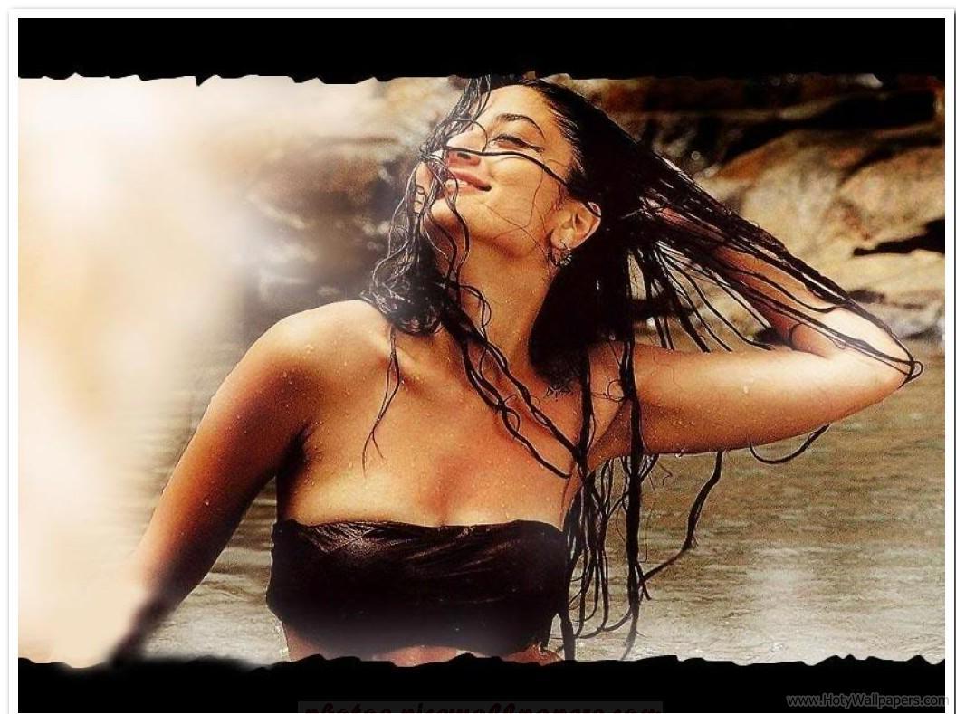 http://4.bp.blogspot.com/-jE-iqlRLfec/TwsAyqUwsGI/AAAAAAAADb8/xw9jtcxT2l4/s1600/Kareena_Kapoor_Agent_Vinod_Wallpaper.jpg