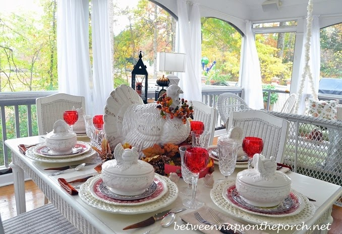 http://betweennapsontheporch.net/a-fall-tablescape-tour-featuring-twenty-fall-table-settings/