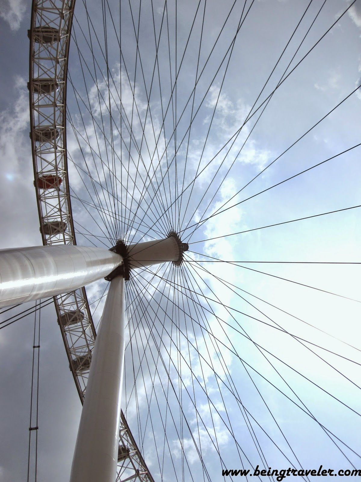 cantilevered observation wheel