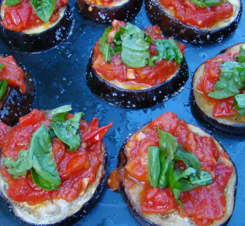 ... : Julia Child's Eggplant Pizzas (Tranches d'aubergine á l'ita...