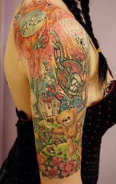 Fotos tatuagem de urso no braço feminina