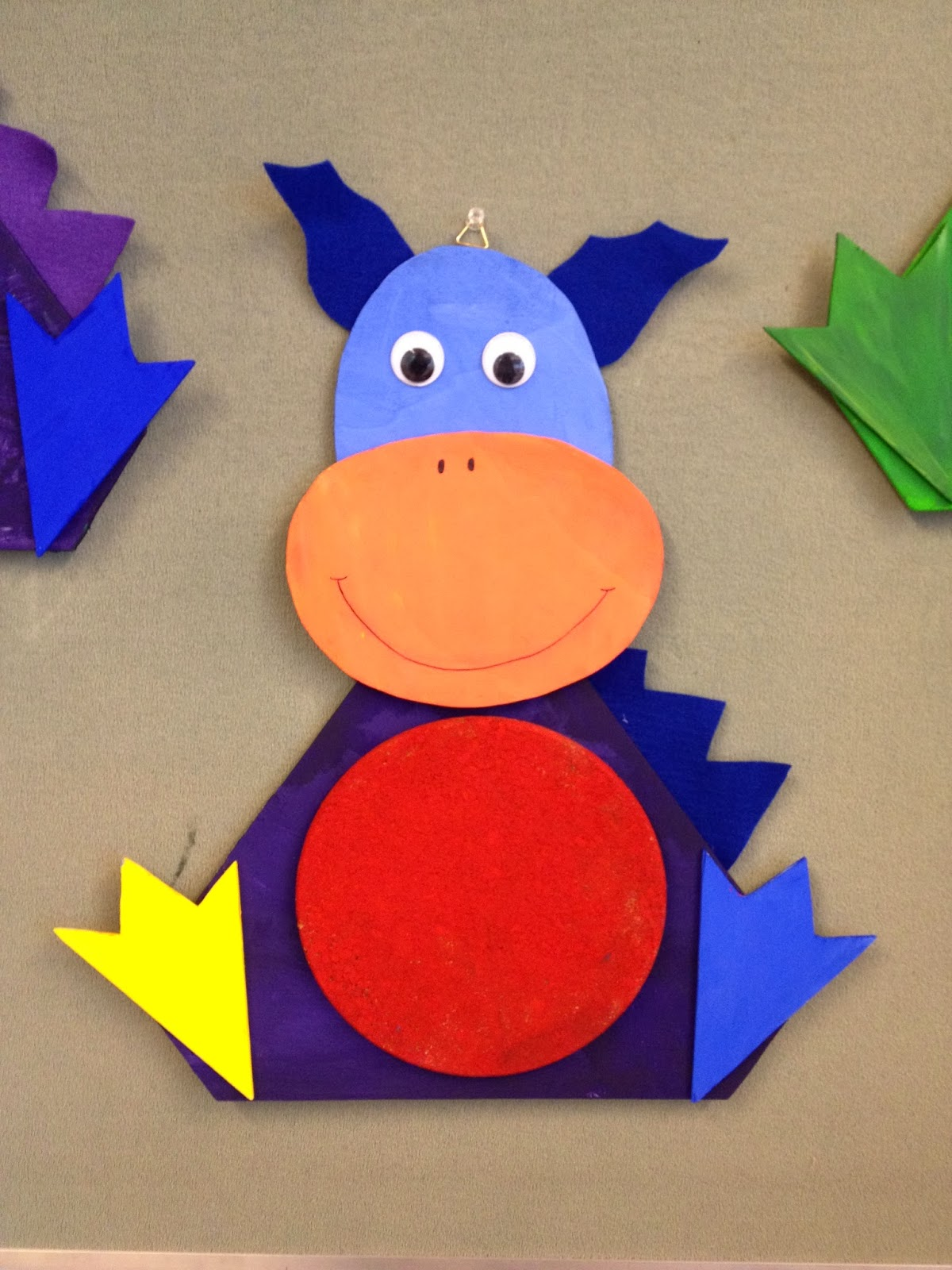 Klassenkunst drachen pinnwand for Drachen basteln im kindergarten
