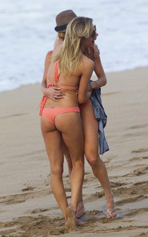 LeAnn Rimes Hot Bikini | Theroyalspeaker: theroyalspeaker.blogspot.com/2014/08/leann-rimes-hot-bikini.html