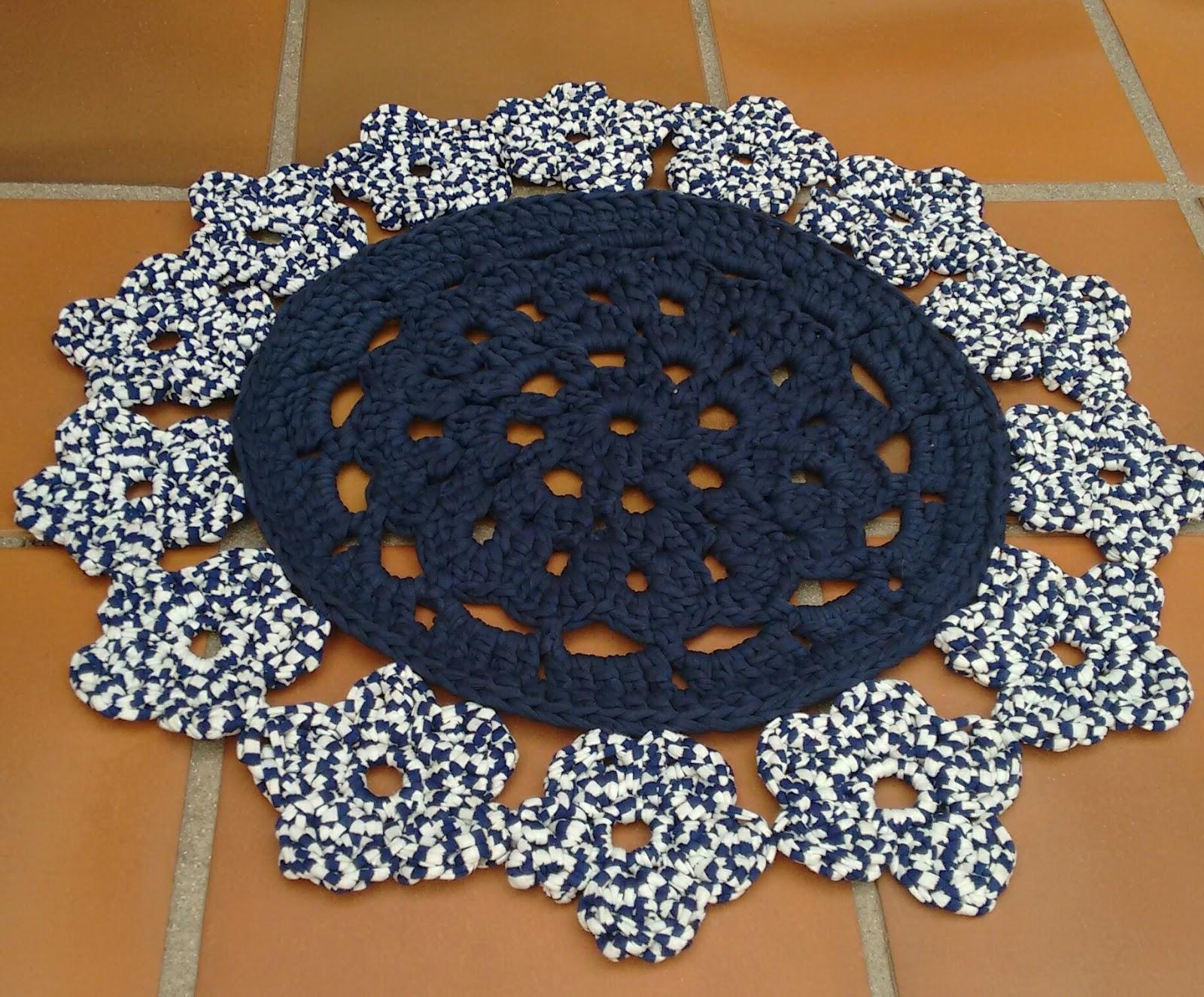 Alfombra de trapillo redonda con cenefa de flores - Tutorial alfombra trapillo ...
