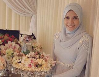 Gambar) Majlis pertunangan anak dara Rosyam Noor, Arniesha Azureen ...