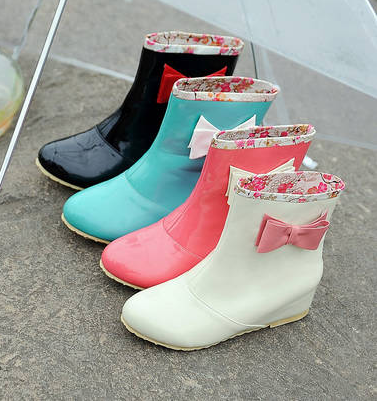 http://cuteharajuku.storenvy.com/collections/399363-boots/products/7185509-botas-boots-kawaii-rain-boots-cute-bow-fashion