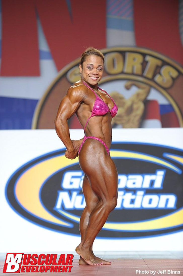 Wanda Keeler Flexing Her Ripped Physique At The 2012 Arnold Amateur