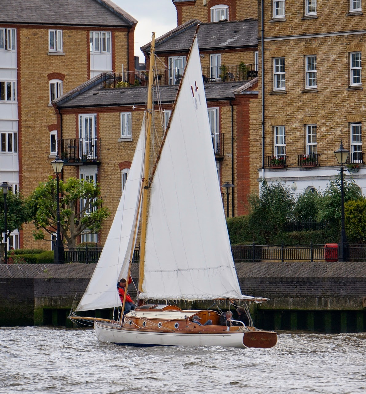 Captain JPs log: Two sailing boats and one rusting man