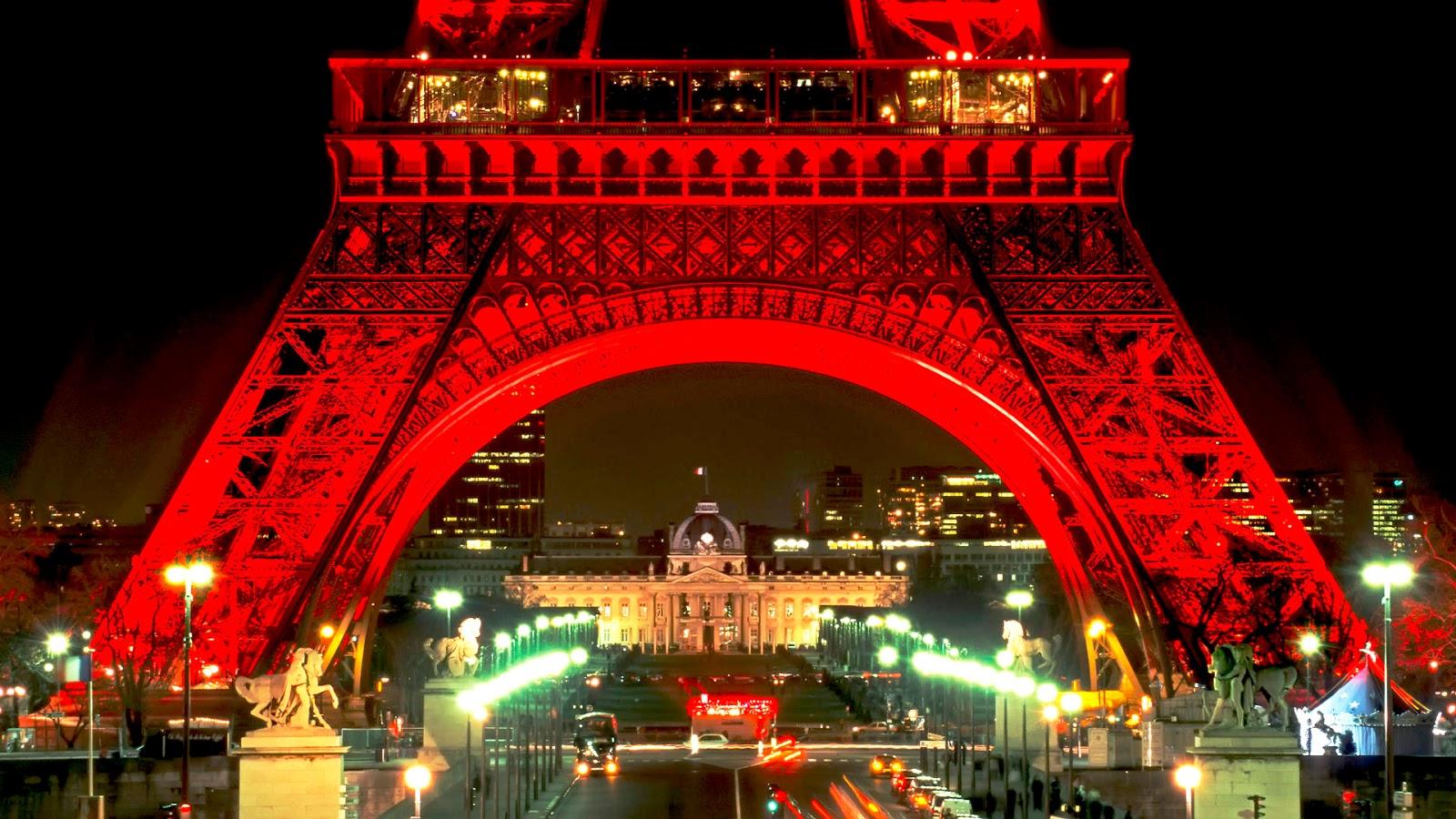 Eiffel Tower Christmas Lights