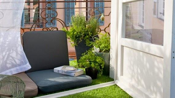 Ban công thư giãn với thảm cỏ nhân tạo sân vườn