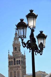 Giralda y farola Plaza San Francisco (Sevilla)
