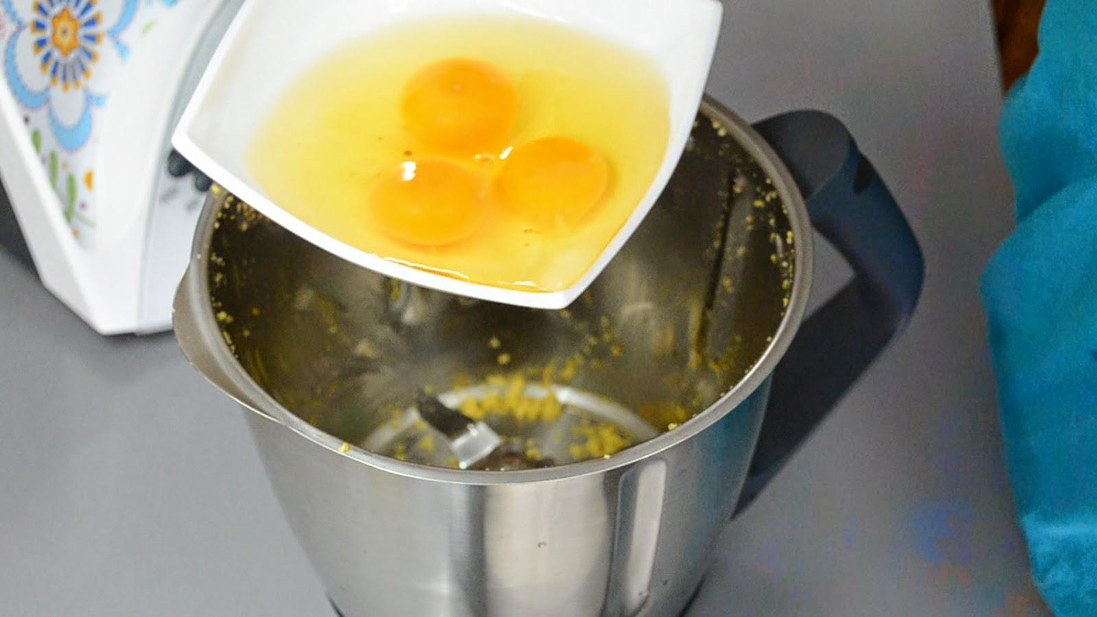 http://recetas-chipironazul.blogspot.com.es/2014/05/bizcocho-de-limon-y-nueces.html