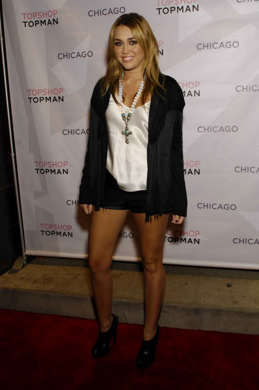 Miley Cyrus – Topshop/Topman Store Opening Party in Chicago