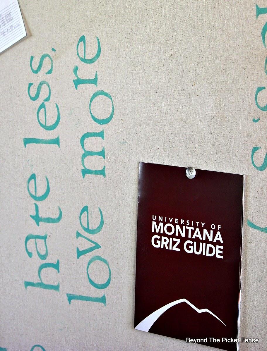 Less more inspirational bulletin board http://bec4-beyondthepicketfence.blogspot.com/2014/10/less-more-bulletin-board.html