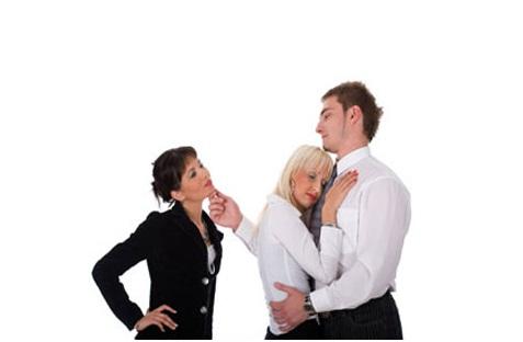 ¿Quiéres conocer como engaña una mujer?
