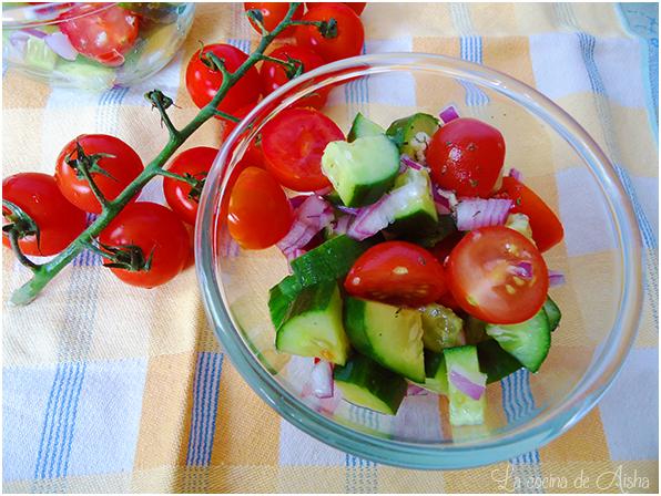 Ensalada De Pepino Y Tomates Cherry Con Aderezo De Cítricos Y Eneldo