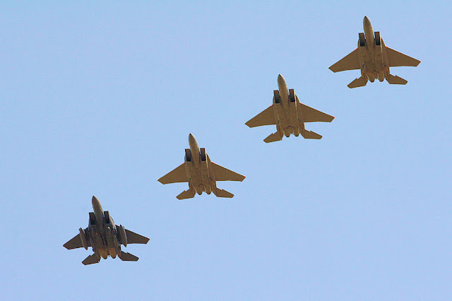 F-15 Eagle formation flight