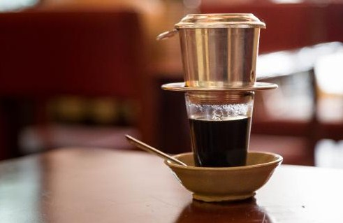 A COMPLETE GUIDE TO BREWING COFFEE USING VIETNAMESE COFFEE DRIP